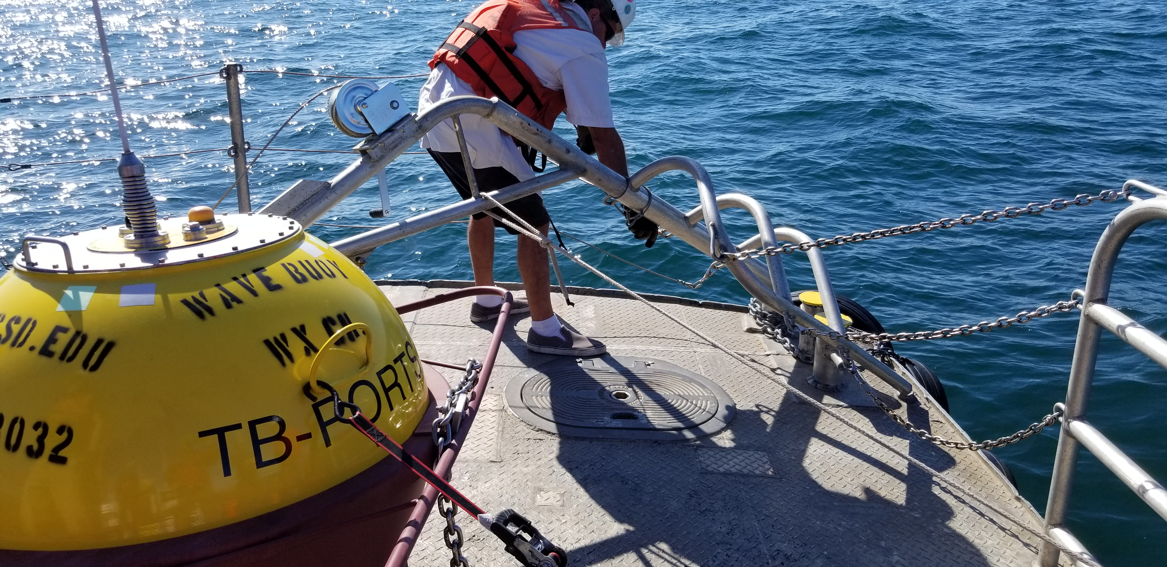 Davit fails during recovery
